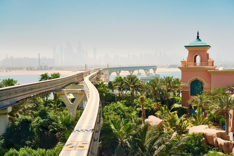 Vue sur Dubaï depuis le métro