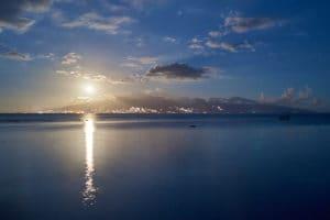 Lever de Lune sur Tahiti - Raphaël Mezzapesa