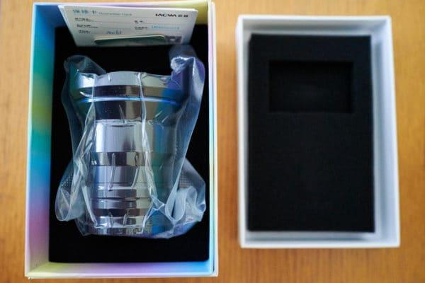 Laowa 15mm f/2 Zero-D dans son emballage