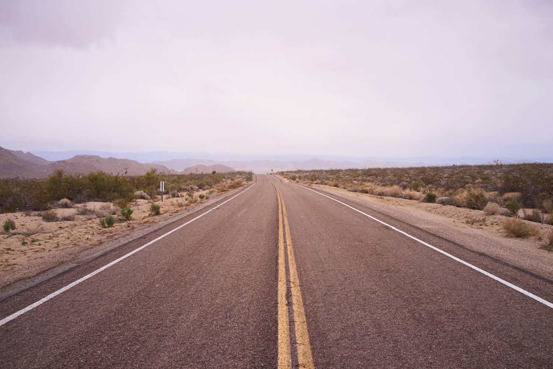 Route dans la brume au USA